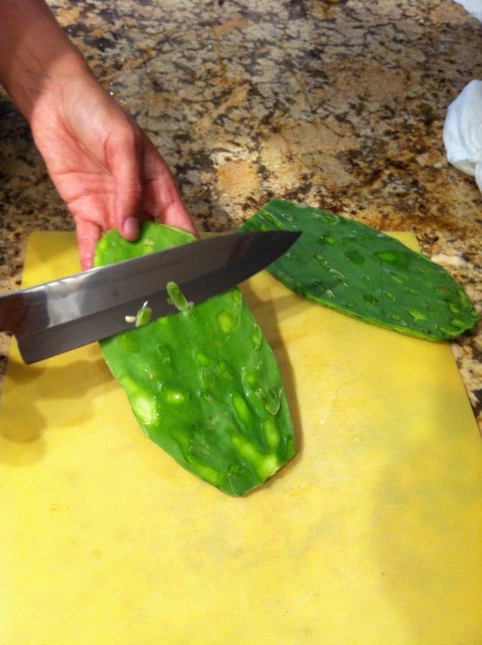 Nopales, ensalada de nopales, receta vegana de ensalada de nopales, cómo hacer ensalada de nopales, receta con nopales,