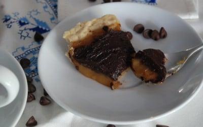 Pastel de chocolate y caramelo de Donna Hay (veganizada)