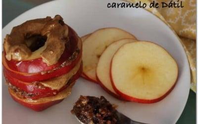 Manzanas con crema de almendras y caramelo de dátil