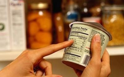 Cómo leer las etiquetas nutricionales en alimentos enlatados, envasados o procesados.