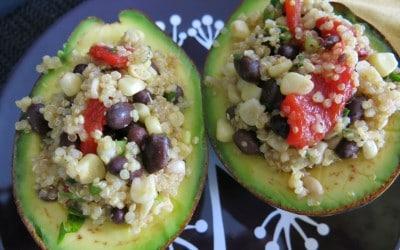 Aguacates rellenos de quinoa